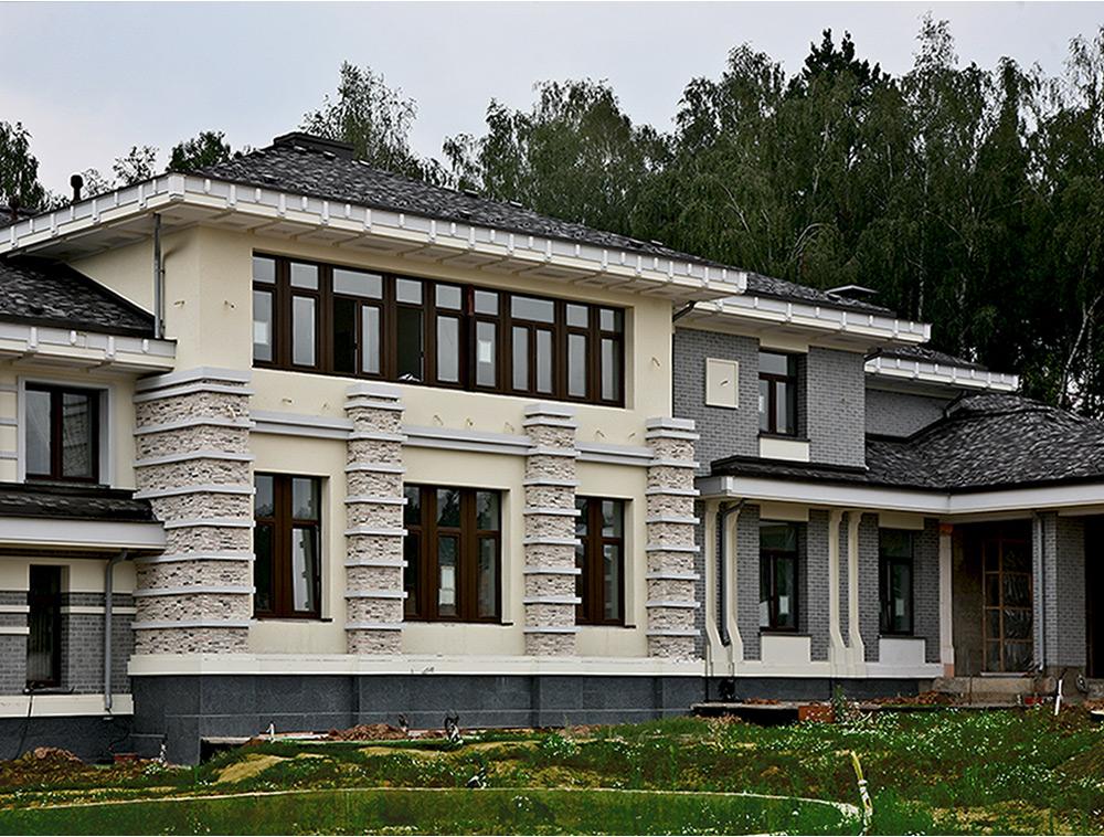 Благодаря современным материалам для отделки фасадов полностью изменился внешний вид дома из кирпича
