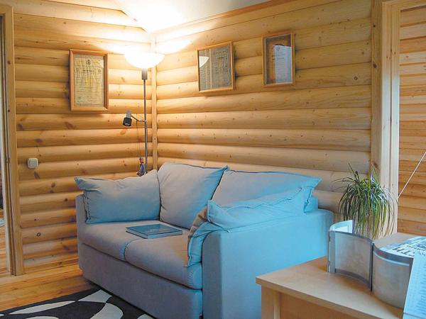 Деревянным блок хаусом можно отделать не только фасад дома, но и внутренние помещения