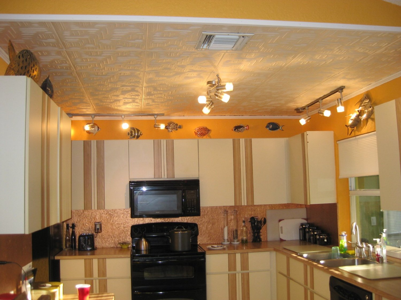Для чего пригодится пенополистирольная потолочная плитка