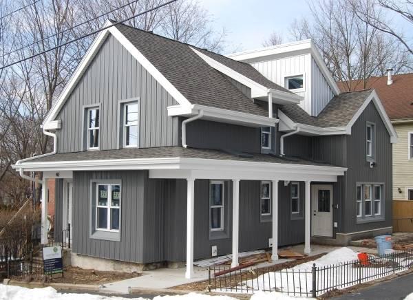 Фасад дома с виниловыми панелями
