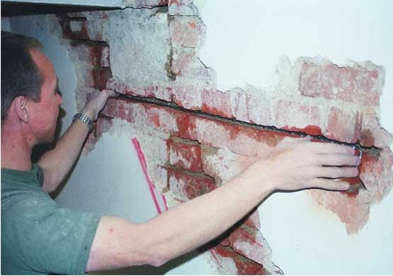 Глубокие трещины из-за усадки здания