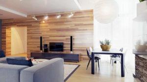 Гостиная ламинатом на стенах