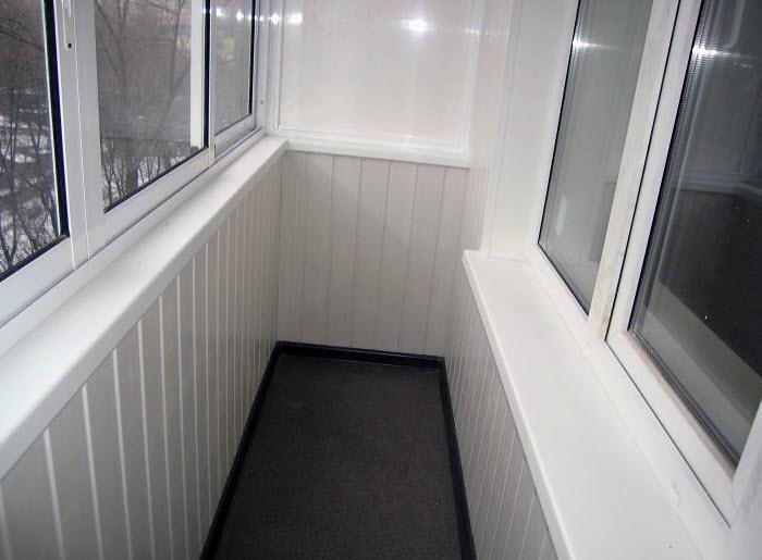 Готовый обшитый балкон
