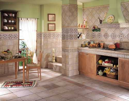 Керамическая плитка является самым практичным отделочным материалом для отделки стен на кухне