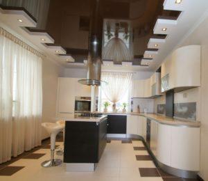 Натяжные потолки в кухне