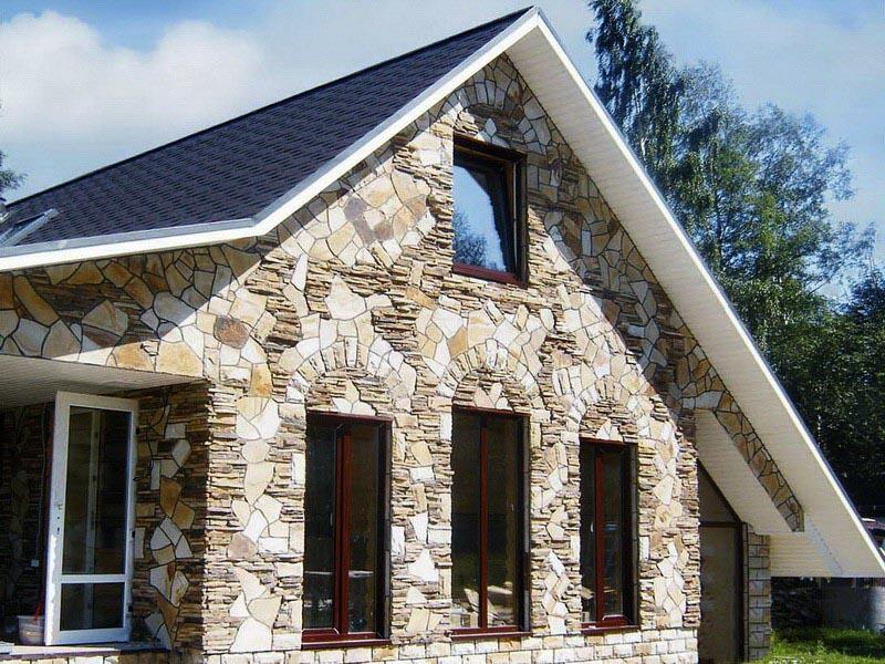 Облицовка дома искусственным камнем и плитами