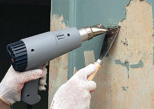 Очистка стен от краски с помощью фена