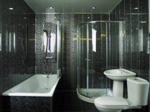 Отделка ванной темными панелями