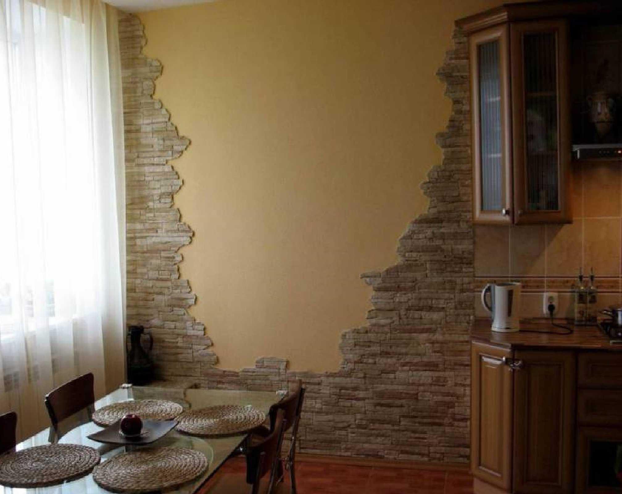 Пример использования на кухне сразу нескольких отделочных материалов