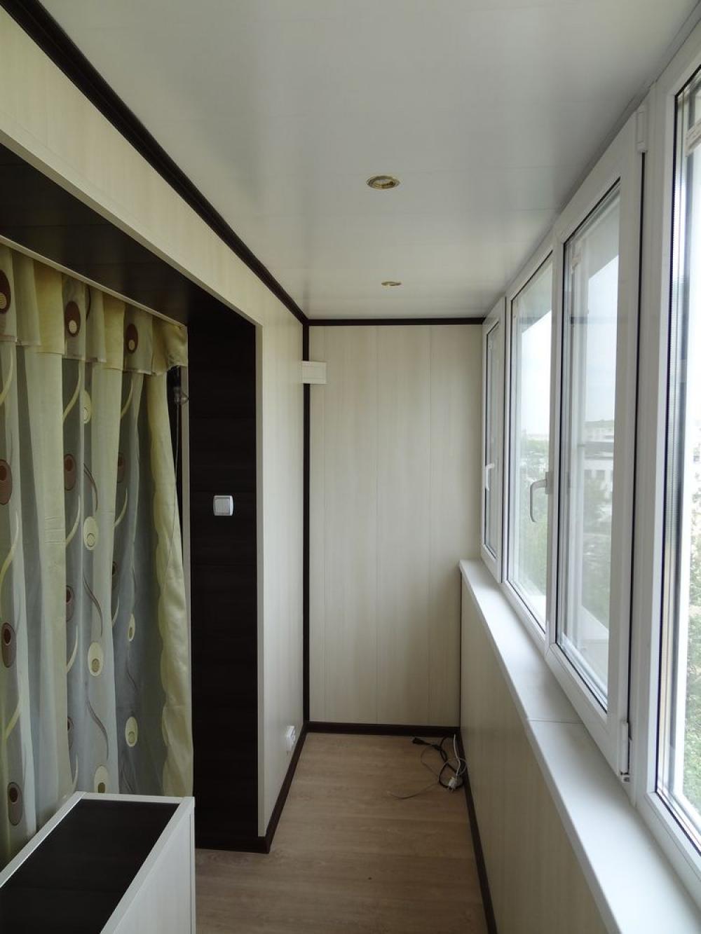 Современная отделка балкона