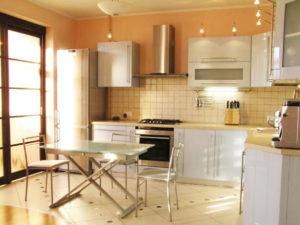 Стильные стены на кухне