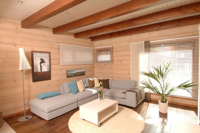 Такая отделка внутри дома из клееного бруса позволяет подготовить помещение к проживанию за считанные дни