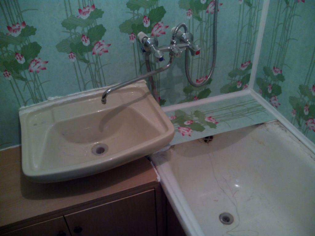 Выполненная отделка ванной комнаты пластиковыми панелями, фото дизайн