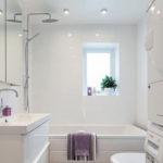 Белая комната в квартире с оригинальным дизайном