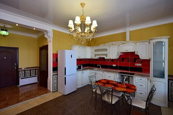 Элитный дизайн красной квартиры