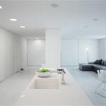 Квартира студия белого цвета с привлекательным дизайном