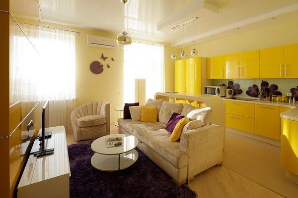 Яркий современный дизайн желтой квартиры