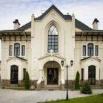 Белый цвет дома с оригинальным дизайном