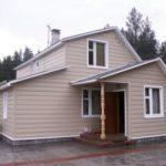 Бежевое оформление фасада частного дома