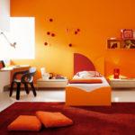 Большая квартира оранжевого цвета