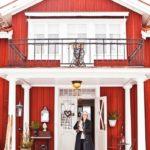 Бордовый дом с красивым дизайном