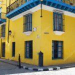 Дизайн экстерьера дома в желтом цвете
