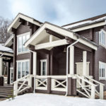 Дизайн коричневого дома в сочетании с белым цветом