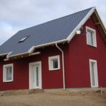 Строгий дизайн бордового дома