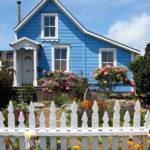 Дом с голубым дизайном