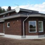 Дом с красивым коричневым дизайном