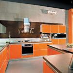 Эффектный дизайн оранжевой квартиры