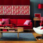 Фото дизайна просторной квартиры бордового цвета