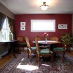 Интерьер квартиры бордового цвета