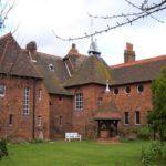 Классический дизайн красного дома