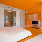Классический дизайн оранжевой квартиры