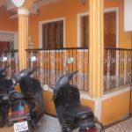 Классический вариант дизайн оранжевого светлого дома