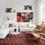 Комната в квартире с дизайном в бордовых цветах