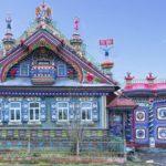Красивый дом с голубым дизайном