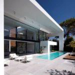 Красивый вариант дизайна дома белого цвета