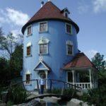 Круглый дизайн голубого дома