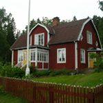 Насыщенный красный дом с уютным дизайном