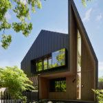 Необычный дизайн черного дома