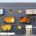 Необычный вариант дизайна дома в сером цвете