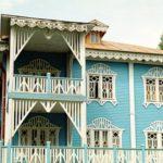 Необычный вариант дизайна красивого голубого дома