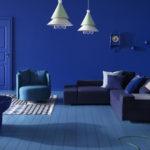 Однотонный стильный дизайн синей квартиры