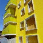 Оригинальный дизайн желтого дома