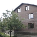 Пример дизайна дома коричневого цвета