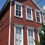 Пример фасада дома бордового цвета