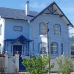 Приятный дизайн синего дома