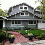 Шикарный дом серого цвета с приятным дизайном